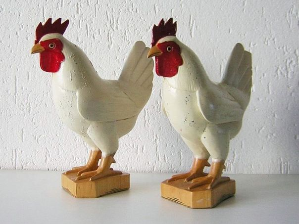 Pair of white roosters – (9899)